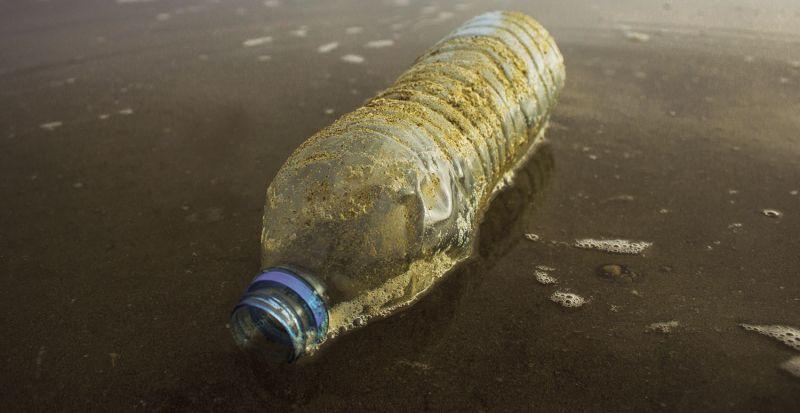 boca na plaži